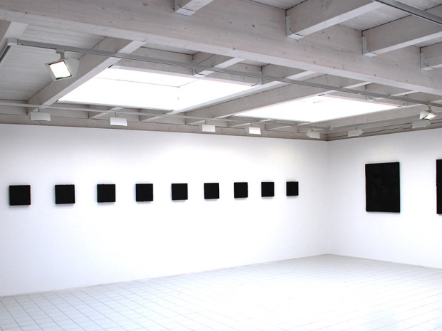 """HZ, o.T., 2007, Ausstellungsansicht """"Schwarze Bilder"""", Galerie Art Studio 1, Deinste"""